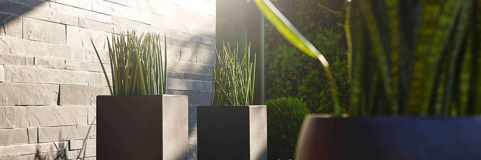 Landingpage planters & fountains